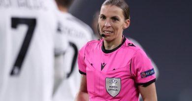 La árbitra, Stéphanie Frappart llega a la Eurocopa